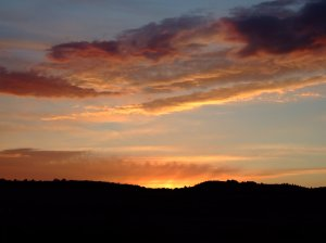 Mi mágico León: puesta de sol de agosto en Cifuentes de Rueda, León. Turismo rural.